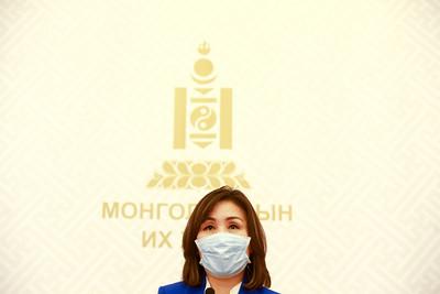 2020 дөрөвдүгээр сарын 15.  Монголбанкнаас гаргасан хэрэглээний зээлийн эргэн төлөлтийн хугацааг хойшлуулах шийдвэр хэрэгжихгүй байгаа талаар мэдээлэл хийлээ.     Б.БЯМБА-ОЧИР/МРА