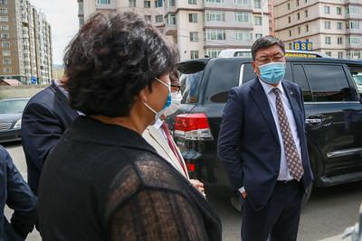 2020 оны долдугаар сарын 15. Монгол Улсын шадар сайд, Улсын Онцгой комиссын дарга Я.Содбаатар  ковид-19 халдварын үеийн эмнэлэгийн тусламж үйлчилгээний бэлэн байдалыг шалгаж байна.                               ГЭРЭЛ ЗУРГИЙГ Д.ЗАНДАНБАТ/MPA