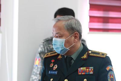 """2020 оны дөрөвдүгээр сарын 21. ОБЕГ-т """"Дэлхийн Зөн Монгол"""" байгууллагаас халдвар, хамгааллын иж бүрдлийг ариутгалын төхөөрөмж гардууллаа .ГЭРЭЛ ЗУРГИЙГ Д.ЗАНДАНБАТ/MPA"""
