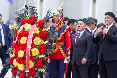 2019 оны долдугаар сарын 10. Монгол Улсын Ерөнхийлөгч Х.Баттулга Д.Сүхбаатарын хөшөөнд цэцэг өргөж, Чингис хааны хөшөөнд хүндэтгэл үзүүллээ Тулгар төрийн 2228 жил, Их Монгол Улс байгуулагдсаны 813 жил, Үндэсний эрх чөлөө, тусгаар тогтнолоо сэргээн мандуулсны 108 жил, Ардын хувьсгалын 98 жил, Ардчилсан хувьсгалын 30 жил, Үндэсний их баяр наадмыг тохиолдуулан Монгол Улсын Ерөнхийлөгч Х.Баттулга өнөөдөр жанжин Д.Сүхбаатарын хөшөөнд цэцэг өргөж, Их эзэн Чингис хааны хөшөөнд хүндэтгэл үзүүллээ.  Жанжин Д.Сүхбаатарын хөшөөнд цэцэг өргөх, Их эзэн Чингис хааны хөшөөнд хүндэтгэл үзүүлэх хүндэтгэлийн ёслолд Монгол Улсын Ерөнхийлөгч Х.Баттулга, УИХ-ын дарга Г.Занданшатар, Ерөнхий сайд У.Хүрэлсүх, Засгийн газрын сайд нарын төлөөлөл, УИХ-ын гишүүд,  Монгол Улсад суугаа Онц бөгөөд Бүрэн эрхт Элчин сайд нар, Олон улсын байгууллагын төлөөллүүд болон иргэдийн төлөөллүүд оролцов. ГЭРЭЛ ЗУРГИЙГ Г.БАЗАРРАГЧАА/MPA