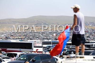 2017 оны долоодугаар сарын 12. Тулгар төрийн 2226, Их монгол улсын 811, Ардын хувьсгалын 96 жилийн ой, Үндэсний их баяр наадам. Соёолон насны морины уралдаан. ГЭРЭЛ ЗУРГИЙГ Б.БЯМБА-ОЧИР/MPA