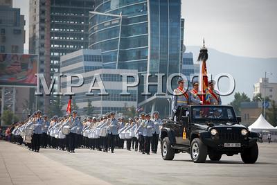 2017 оны долоодугаар сарын 10. Төрийн далбааны өдөрт зориулсан хүндэтгэлийн ажиллагаа, цэргийн ёслолын жагсаал.  ГЭРЭЛ ЗУРГИЙГ Б.БЯМБА-ОЧИР/MPA