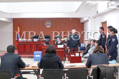"""2016 оны Арванхоёрдугаар сарын 21.           Дэд бүтцийн сайд асан С.Зоригийг хөнөөсөн хэргийн шүүх хурал Шүүхийг шийдвэр гүйцэтгэх ерөнхий газрын харьяа Хорих 461-р ангид  болж байна. Нийслэлийн прокурорын газраас Ц.Амгаланбаатар нарын гурван хүнд холбогдуулан яллах дүгнэлт үйлдэж ирүүлсэн эрүүгийн хэргийг Сүхбаатар дүүргийн Эрүүгийн хэргийн анхан шатны шүүх хянан хэлэлцэж байгаа  юм. Уг хэргийг шүүх хурал өнгөрсөн лхагва гарагт болсон ч шүүгдэгчид, хохирогчдын өмгөөлөгч нар хэргийн хавтаст хэрэгтэй бүрэн танилцах хүсэлт гаргасны дагуу хойшилсон. """"С.Зориг бусдад хөнөөгдсөн"""" хэргийн хувьд """"Төрийн нууцад хамаарах баримт, материал хэрэгт авагдсан"""" гэх шинжээчийн дүгнэлт гарсан учир """"маш нууц""""-д хамаарч байна.       ГЭРЭЛ ЗУРГИЙГ Б.БЯМБА-ОЧИР/MPA"""