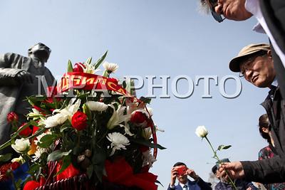 2018 оны дөрөвдүгээр сарын 20.  С.Зориг агсны хөшөөнд цэцэг өргөлөө. ГЭРЭЛ ЗУРГИЙГ Г.ӨНӨБОЛД /МРА
