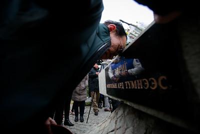 2019 он аравдугаар сарын 02. С.Зориг агсны хөшөөнд цэцэг өргөлөө . ГЭРЭЛ ЗУРГИЙГ Г.ӨНӨБОЛД/МРА