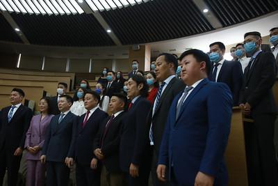 2020 оны зургаадугаар сарын 16. Хуульч, эрхзүйч 30 залуу МАН-д элсэж, батламжийг тус намын Ерөнхий нарийн бичгийн дарга гардуулаа. ГЭРЭЛ ЗУРГИЙГ Д.ЗАНДАНБАТ/MPA