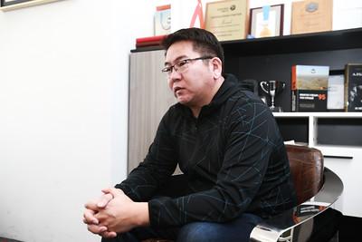 2018 оны тавдугаар сарын 11.    Эрдэс баялагийн эдийн засагч Л.Наранбаатар.  ГЭРЭЛ ЗУРГИЙГ Б.БЯМБА-ОЧИР/MPA