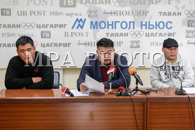 """2017 оны гуравдугаар сарын 28. """"Шударга монгол хөдөлгөөн"""" төрийн бус байгууллагаас Эрдэнэт үйлдвэртэй холбоотой асуудлаар мэдээлэл хийлээ. ГЭРЭЛ ЗУРГИЙГ Б.БЯМБА-ОЧИР/MPA"""