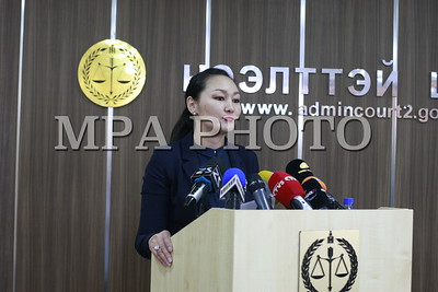 """2017 оны долоодугаар сарын 04. """"Монголиан коппер корпорейшн"""" ХХК-ийн нэхэмжлэл бүхий """"Эрдэнэт"""" үйлдвэрийн 49 хувьтай холбоотой хэргийг хянан шийдвэрлэсэн шүүхийн шийдвэрийн талаар танилцууллаа. ГЭРЭЛ ЗУРГИЙГ Г.ӨНӨБОЛД/MPA"""