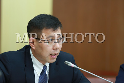 2017 оны хоёрдугаар сарын 01.  УИХ-ын Эдийн засгийн байнгын хороогоор Эрдэнэтийн 49 хувийн хувьцааг Монголиан Коппер Корпорейшн ХХК худалдан авсантай холбогдох асуудлыг иж бүрнээр нь шалгаж, санал, дүгнэлт гаргах үүрэг бүхий ажлын хэсгийн санал, дүгнэлтийг сонсож байна. ГЭРЭЛ ЗУРГИЙГ  Б.БЯМБА-ОЧИР/ МРА