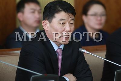 """2017 оны хоёрдугаар сарын 10. Хуульзүйн байнгын хорооны хуралдаар Эрдэнэт үйлдвэрийн 49 хувийг шалгасан байнгын хорооны ажлын хэсгийн шалгалтын дүгнэлтийг хэлэлцэж байна.    Хуралдаанд оролцохоор """" Эрдэнэт""""-ийн 49 хувийг эзэмшигчдийн төлөөлөл ХХБ-ны  гүйцэтгэх О.Орхон, """"Монгол Зэс"""" корпориацийн захирал М.Мөнхбаатар, ТУЗ-ийн гишүүн Да.Ганболд  нар хүрэлцэн ирээд байгаа юм.  ГЭРЭЛ ЗУРГИЙГ Б.БЯМБА-ОЧИР/MPA"""