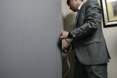 """2019 оны гуравдугаар сарын 06. Засгийн газрын хэрэг эрхлэх газрын дарга Л.Оюун-Эрдэнийн ахалсан ажлын хэсэг """"Эрдэнэт"""" үйлдвэрт очлоо.  """"Засгийн газрын өнөөдрийн хуралдаанар ҮАБЗ-ийн зөвлөмжийг хэрэгжүүлэх зорилгоор Монгол Улсын Засгийн газраас """"Эрдэнэт"""" үйлдвэрт зургаан сарын хугацаатай онцгой дэглэм тогтоох шийдвэр гаргасан. ГЭРЭЛ ЗУРГИЙГ Г.ӨНӨБОЛД/MPA"""