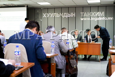 2019 зургаадугаар сарын 13. ХЗҮХ-д Монгол Улсын Үндсэн хуульд оруулах нэмэлт, өөрчлөлтийн төслийн талаар УИХ-ын гишүүн Л.Болд, Ж.Батзандан нар хэлэлцүүлэг зохион байгууллаа. ГЭРЭЛ ЗУРГИЙГ Г.БАЗАРРАГЧАА/MPA