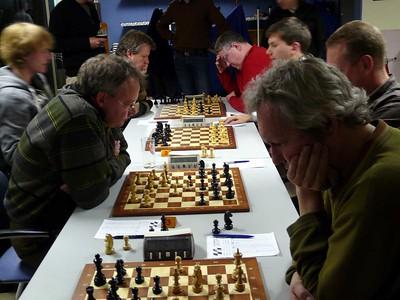 Redmar wint : 1-0. Willem ploetert hard verder , maar de andere Willem rond het geduldig af.