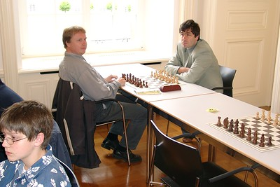 Vassily Ivanchuk - gaap looking bored.