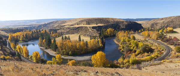 Bend of the river, autumn II<br /> Yakima River Canyon, Washington<br /> <br /> 03-100
