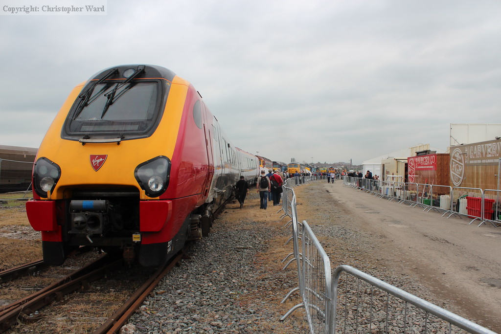 The Super Voyager spare driving cars head up the modern traction zone
