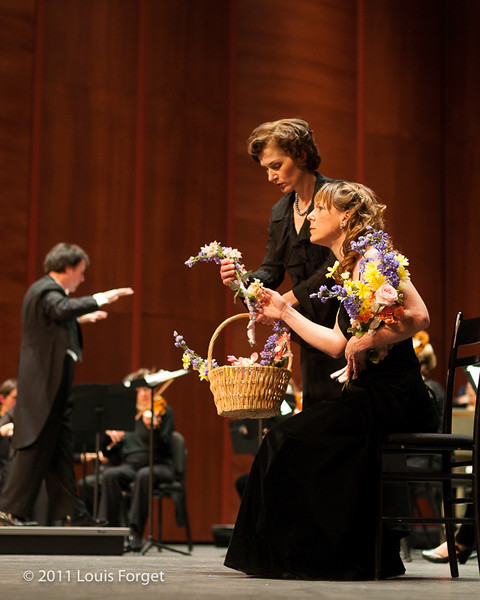 (L. to R.) Sopranos Elizabeth Calleo and Marguerite Krull and conductor Ryan Brown in Opera Lafayette production of Grétry's Le Magnifique