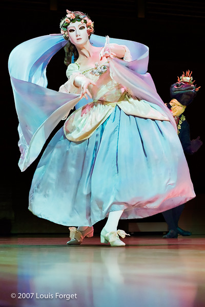 Caroline Copeland of of the New York Baroque Dance Company in Opera Lafayette's production of Rebel and Francoeur's Zélindor, roi des Sylphes
