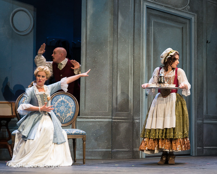 (L. to R.) (seated) Blandine Staskiewicz (staiding) Jeffrey Thompson and Claire Debono in Opera Lafayette's production of Mozart's Cosi fan tutte at the Opéra Royal, Versailles