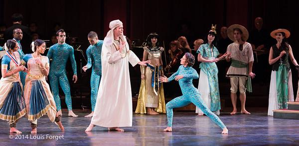 Tenor Aaron Sheehan (center) with members of the Seán Curran Company, Kalanidhi Dance and cast in Opera Lafayette's production of Rameau's Les Fêtes de l'Hymen et de l'Amour ou Les Dieux d'Égypte