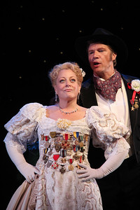 Deborah Voigt as Annie Oakley and Rod Gilfry as Frank Butler in The Glimmerglass Festival's production of Annie Get Your Gun. Photo: William Brown.