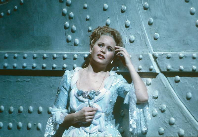 'Cosi Fan Tutti' Opera performed by Glyndebourne Opera, E Sussex, UK 1991