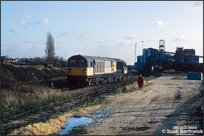After partial loading, the groundcrew oversee 58047 'Manton Colliery' running round its train at Kiveton Colliery on 19/11/1992. The last shift worked in September 1994. A skeleton workforce along with contractors remained to close and demolish the colliery after almost 130 years of production. In 1995 the headgear was pulled down.