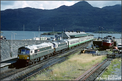 26001+26007 await depature at Kyle of Lochalsh with 2H86 1705 Kyle of Lochalsh-Inverness on 25/08/1993. The mountains of the Isle of Skye provide the backdrop.