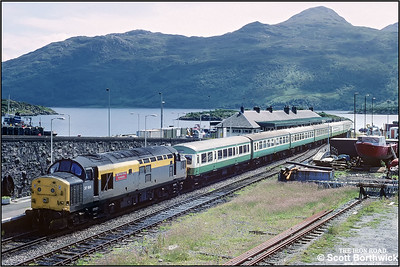 37156 'British Steel Hunterston' awaits departure from Kyle of Lochalsh with 2H84 1510 Kyle of Lochalsh-Inverness on 13/07/1993.
