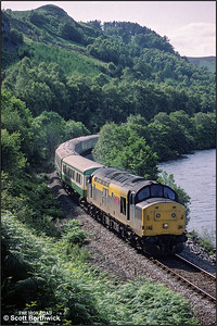 37156 'British Steel Hunterston' approaches Garve whilst working 2H84 1510 Kyle of Lochalsh-Inverness on 13/07/1993.