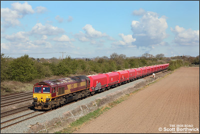 66186 passes Cossington whilst in charge of 6L43 0851 MWThO Q Mountsorrel Ddgs-Kennett Redland Sdg on 12/04/2021.