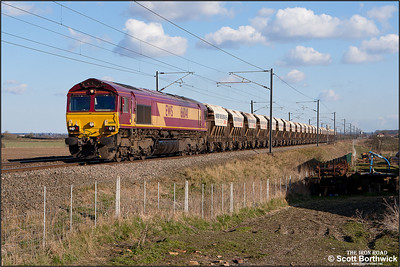 66041 powers 6E88 1239 Middleton Towers-Goole Glassworks passing Broad Fen Lane, Claypole on 03/04/2013.