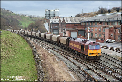 60022 slogs up the gradient at Great Rocks Jnct on 02/01/2005 with reportedly, at the request of Network Rail, the last 6F05 1414 Tunstead-Oakleigh to operate on a Sunday. An aditional train will instead run on a Tuesday or Thursday in addition to the existing Monday, Wednesday, Friday & Saturday trains.