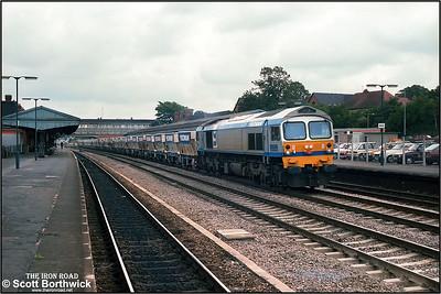 59002 passes Newbury on 28/08/1986 whilst working 1005 Acton TC-Merehead Quarry.