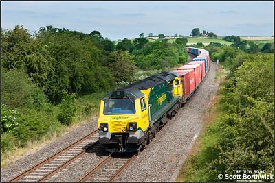 70008 passes Holmes House Farm, Bishops Itchington whilst working 4O54 0612 Leeds FLT-Southampton MCT on 18/06/2015.