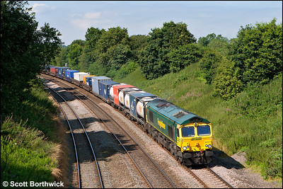 66571 coasts down Hatton Bank whilst in charge of 4O54 0615 Leeds FLT-Southampton MCT on 09/08/2012.