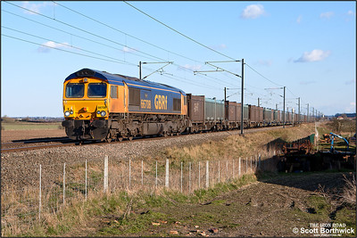 66708 'Jayne' hauls 4E19 1130 Mountfield Sdgs-West Burton Power Station passing Broad Fen Lane, Claypole on 03/04/2013.