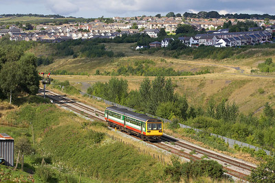 142069 passes Gilfach Fargoed on 20/08/2005 with 2D38 1505 Barry Island-Bargoed.