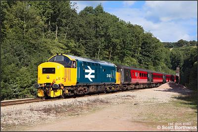 37425 approaches Lisvane & Thornhill at Cefn Onn with 2F18 1015 Rhymney-Cardiff Central on 17/09/2005.