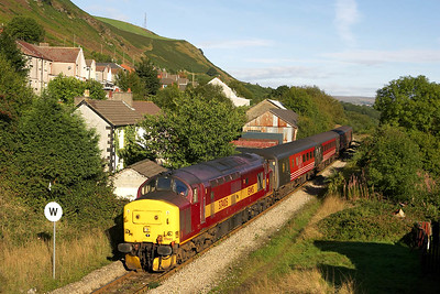 37405 approaches Tir Phil on 17/09/2005 with 2F14 0913 Rhymney-Cardiff Central.