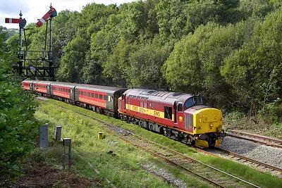 37405 approaches Ystrad Mynach on 17/09/2005 with 2R18 1059 Cardiff Central-Rhymney.