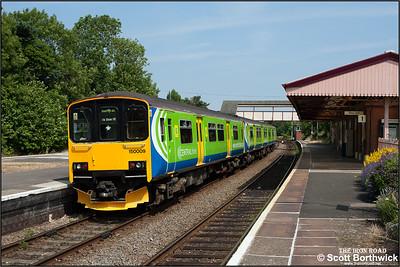 150009 calls at Henley in Arden on 30/06/2006 with 2J37 1127 Stratford upon Avon-Stourbridge Junction.