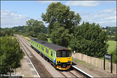 150011 slows for its stop at Danzey whilst forming 2S48 1355 Stourbridge Junction-Stratford upon Avon on 15/07/2008.