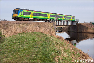 170507 crosses Twenty Foot River at Turves on 22/01/2005 with 1M19 1057 Norwich-Liverpool Lime Street.