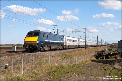 91124 passes Broad Fen Lane, Claypole whilst in charge of 1D19 1505 London King's Cross-Leeds on 03/04/2013.
