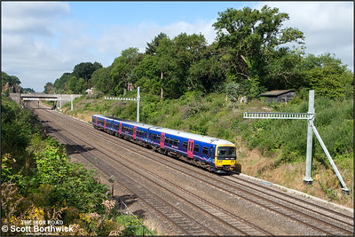 165113 forms 2P36 0859 Didcot Parkway-London Paddington as it exits Sonning cutting on 12/08/2016.