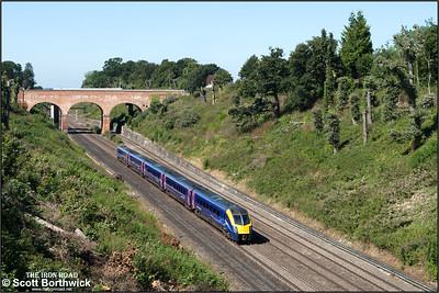 180108 forms 1P39 1111 Didcot Parkway-London Paddington running through Sonning cutting on 12/08/2016.