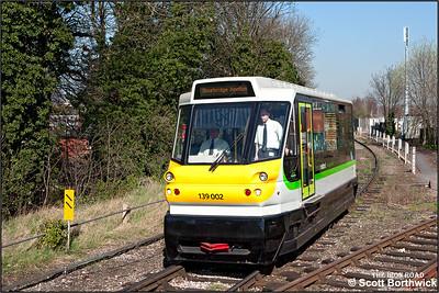 139002 arrives at Stourbridge Junction whilst forming 2P70 1134 Stourbridge Town-Stourbridge Junction on 27/03/2012.
