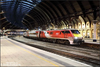 91126 calls at York with 1S19 1330 London Kings Cross-Edinburgh on 05/12/2019.